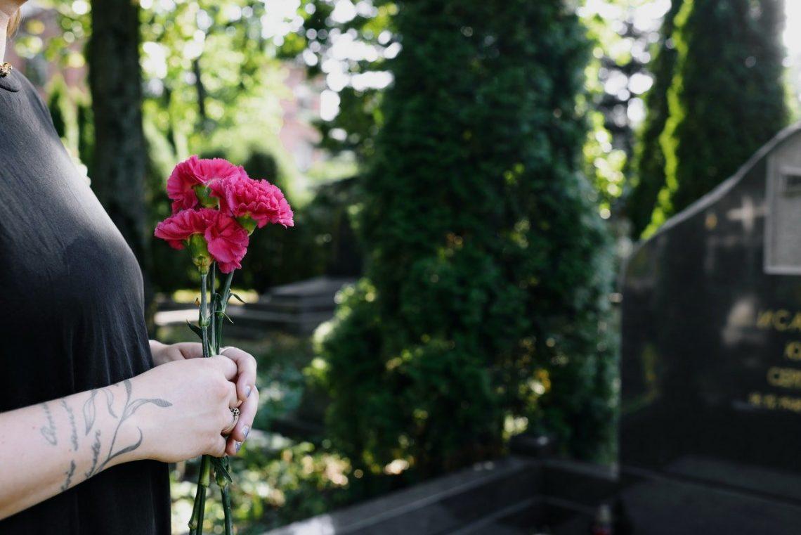 les fleurs traditionnelles pour cimetière